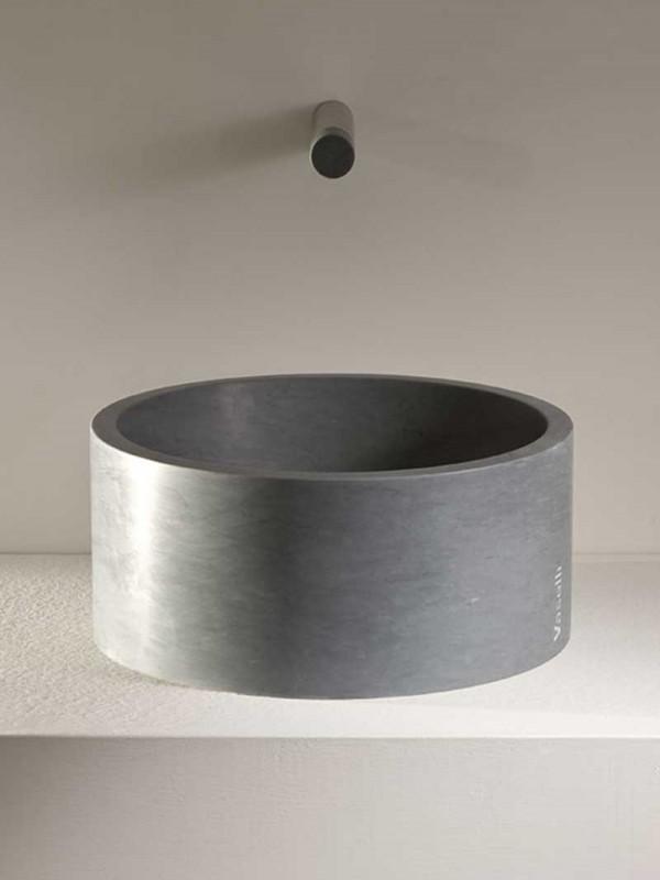 cylindrical stone washbasin - lavabo cilindrico in pietra | Rada 20 | Vaselli