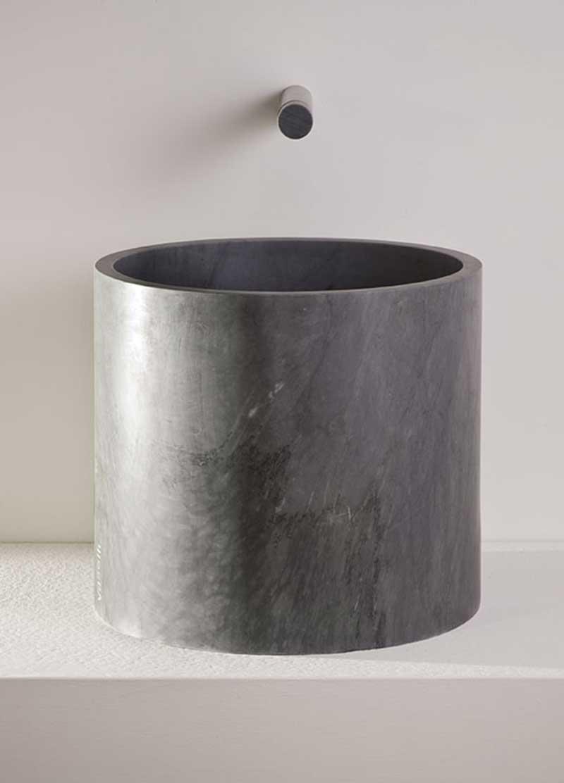cylindrical stone washbasin - lavabo cilindrico in pietra | Rada 40 | Vaselli