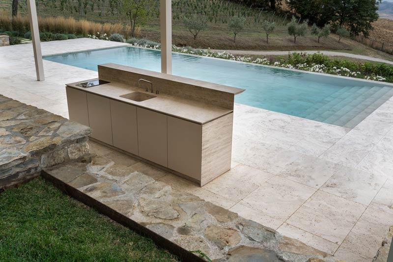 Cucina da esterno in pietra cucina su misura vaselli for Cucine da esterno prefabbricate
